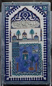Ceramic panel depicting the Mosque in Medina; 17th century. Image from Wikimedia Commons.